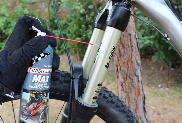 Aplicación de lubricante para horquillas Finish Line Max suspension